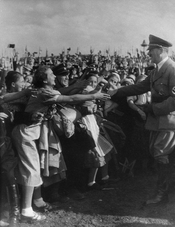 Max Ehlert, Ankunft von Adolf Hitler beim Erntedankfest auf dem Bückeberg, 6. Oktober 1935 © ullstein bild Foto freundlicherweise vom Museum zur Verfügung gestellt