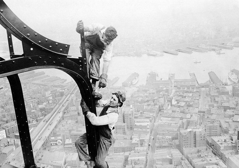 Brown Brothers, Arbeiter beim Bau des Woolworth Gebäudes in New York, 1912 © ullstein bild Foto freundlicherweise vom Museum zur Verfügung gestellt
