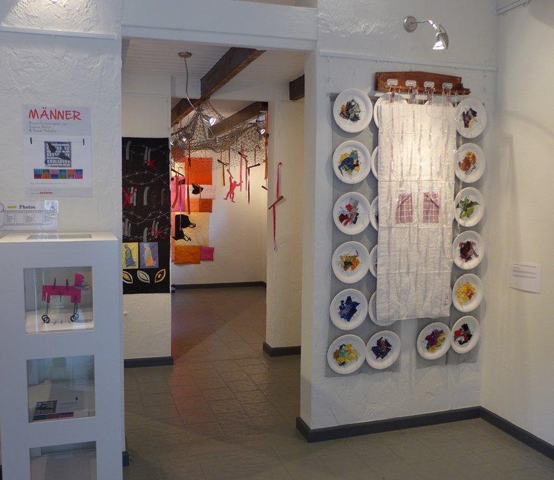 MÄNNER – Ausstellungsprojekt von Gudrun Heinz & Sarah Schultz Blick in die Ausstellung