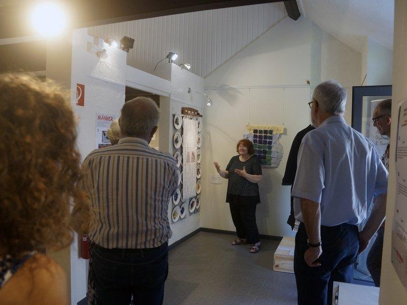 MÄNNER – Ausstellungsprojekt von Gudrun Heinz & Sarah Schultz Blick in die Ausstellung während der Vernisssage
