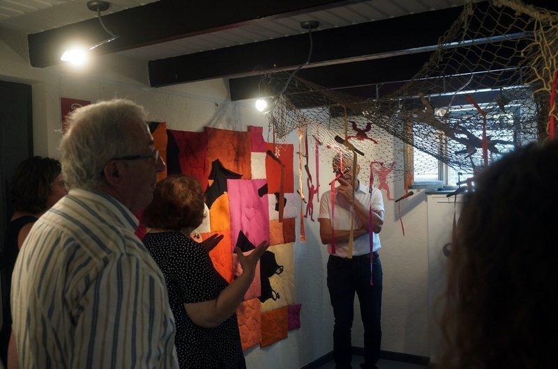 Gudrun Heinz & Sarah Schultz: Im Netz der Liebe, Detail MÄNNER – Ausstellungsprojekt von Gudrun Heinz & Sarah Schultz Blick in die Ausstellung während der Vernisssage