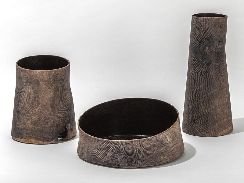 Konrad Koppold aus Leverkusen, asymmetrische Gefässe aus gedrechseltem Eichenholz. Foto freundlicherweise vom Museum zur Verfügung gestellt