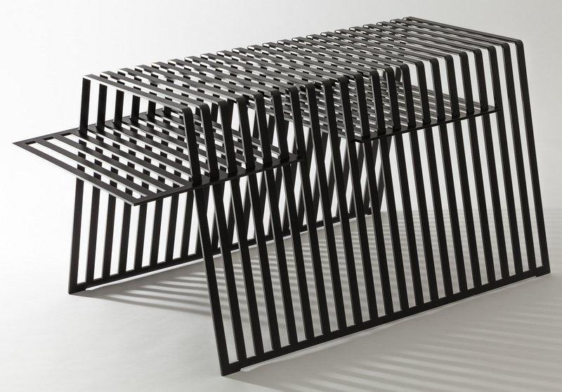 Ulrike Becker, Münster: Beistelltisch aus pulverbeschichtetem Stahl mit Einlege-Tablett. Foto freundlicherweise vom Museum zur Verfügung gestellt