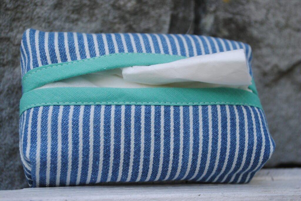 Taschentuchetui mit Schrägband