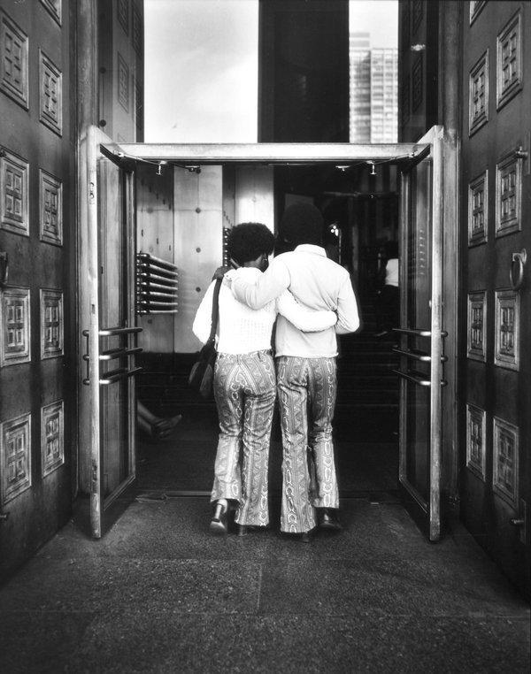 Barbara Crane: People of the North Portal, 1970 Museum of Contemporary Photography Chicago © Barbara Crane Foto freundlicherweise vom Museum zur Verfügung gestellt