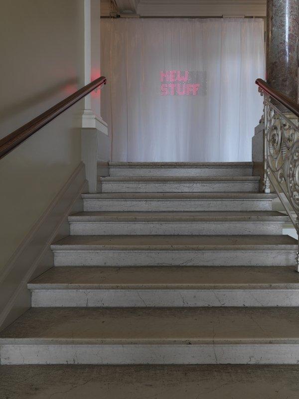 Ausstellung Neue Stoffe: LED auf Stoff gestickt von Forster Rohner Textile Innovations. Foto: Jürg Zürcher Foto freundlicherweise vom Museum zur Verfügung gestellt
