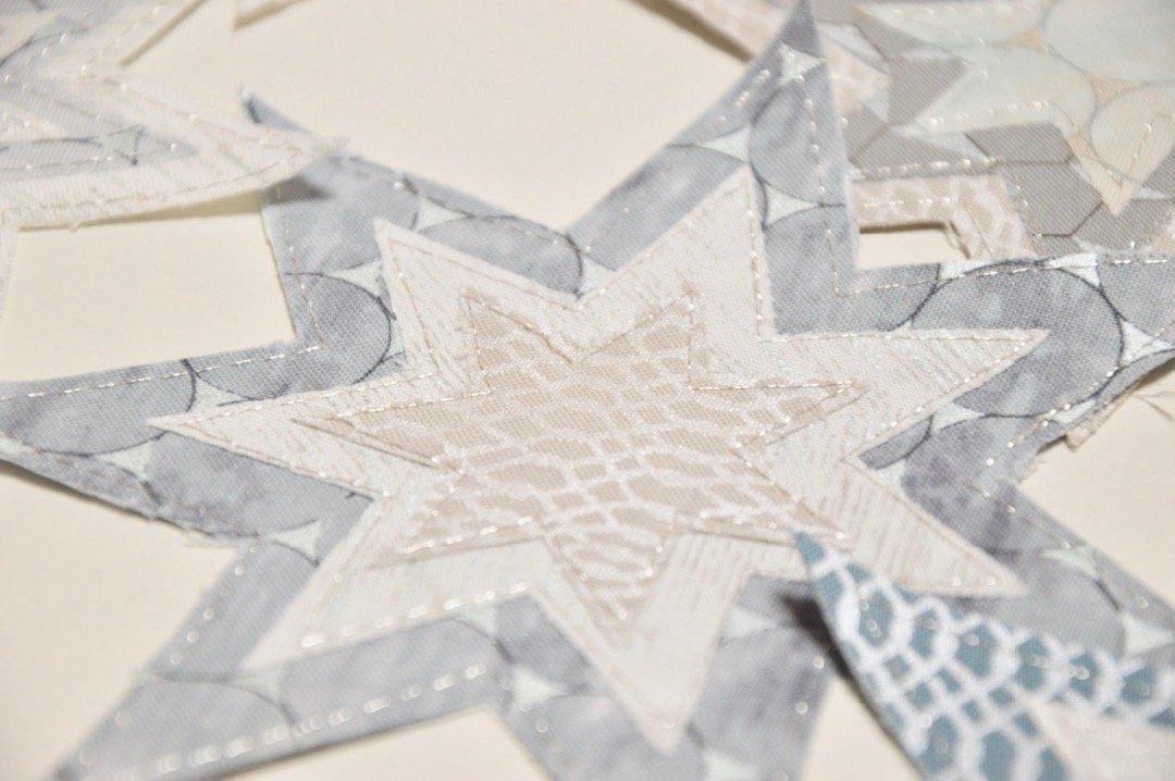 Sterne mit Metallic Garn Tischschmuck