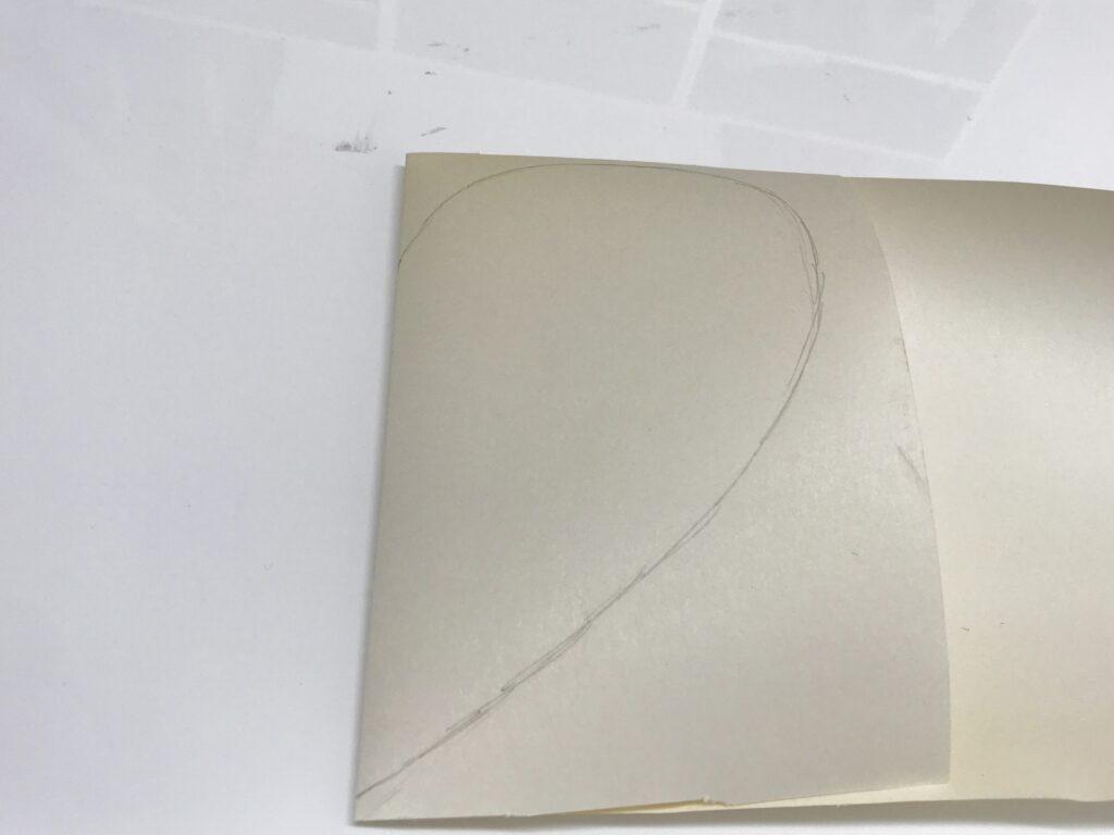 Bei symmetrischen Motiven, das Papier falten und nur eine Hälfte aufzeichnen