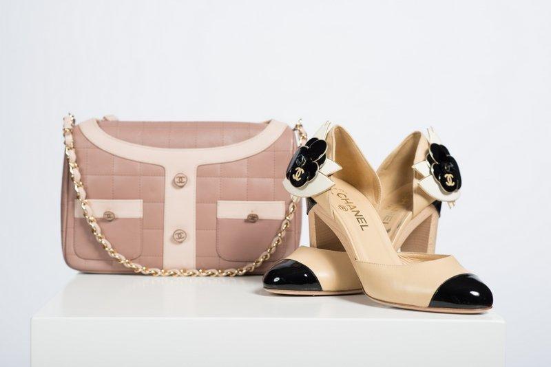 size 40 31626 5ebc7 Tasche von Chanel 2001, Schuhe von Chanel 2003 © Sammlung ...