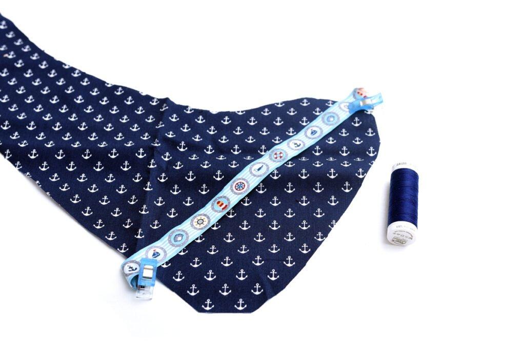 Maritime Babygeschenke – Halstuch mit Schnullerband