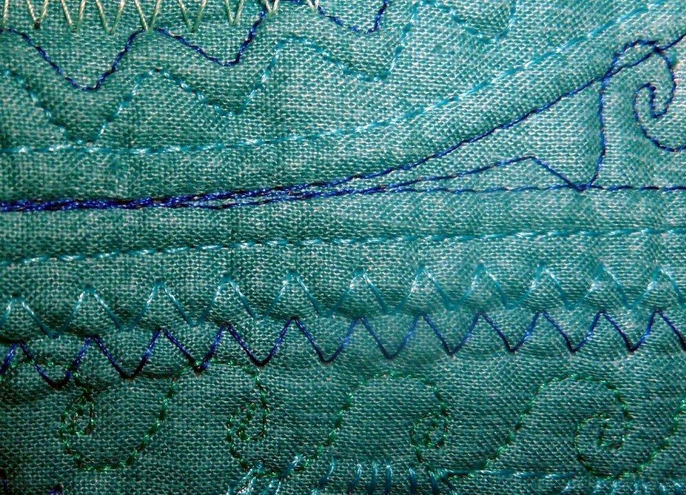 Wellenlnien mit den Zierstichen