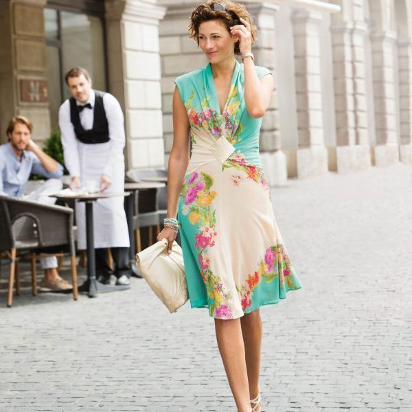 Kleid Schnittmuster Nähanleitung: Tutorials für Kleider bei BERNINA