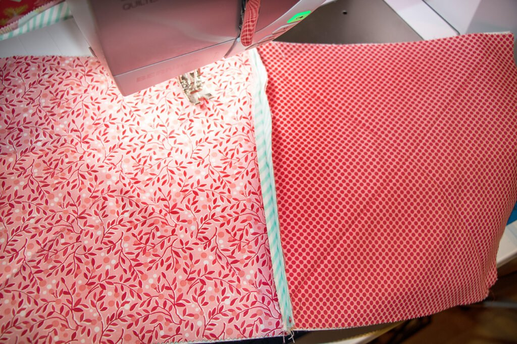 Zwei Rag Quilt Blöcke links auf links zusammengenäht.