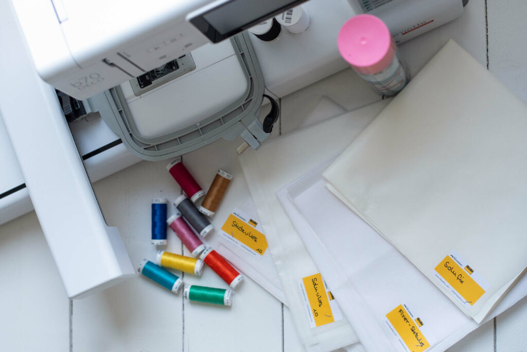 Das richtige Stickvlies und die perfekte Grundausstattung für Stickanfänger - bernette Stickmaschine b70 DECO