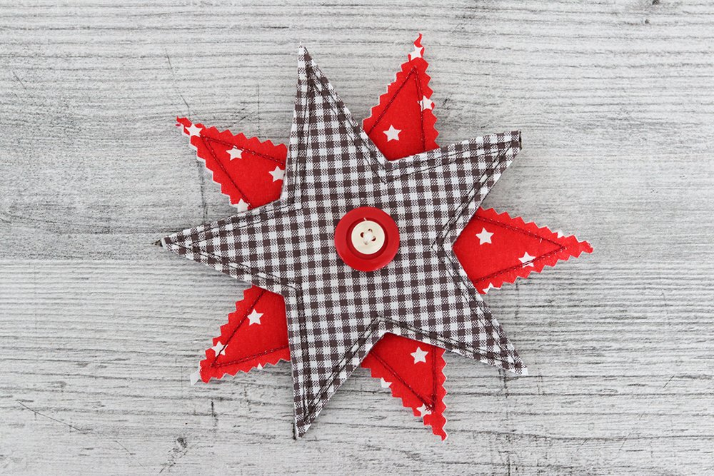 Stars with Decorative Button Pendants for Gifts