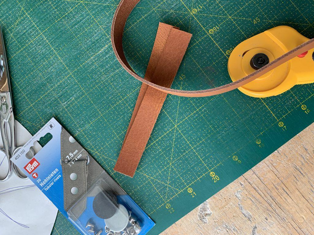 Stanzloch für Lederschlaufe