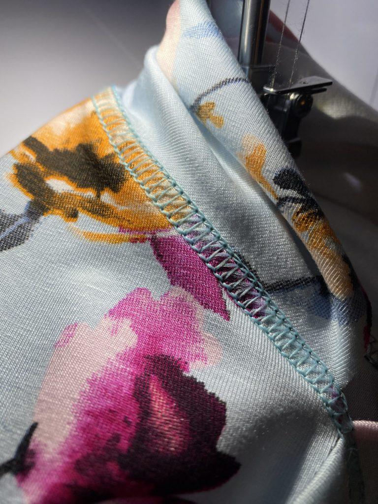 Nähen mit der Coverlock: Test mit dünnem Jersey