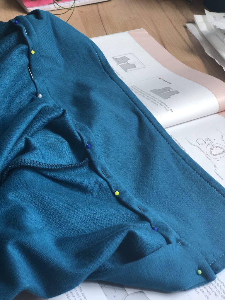Männershirt nähen – Kragennaht verstürzen