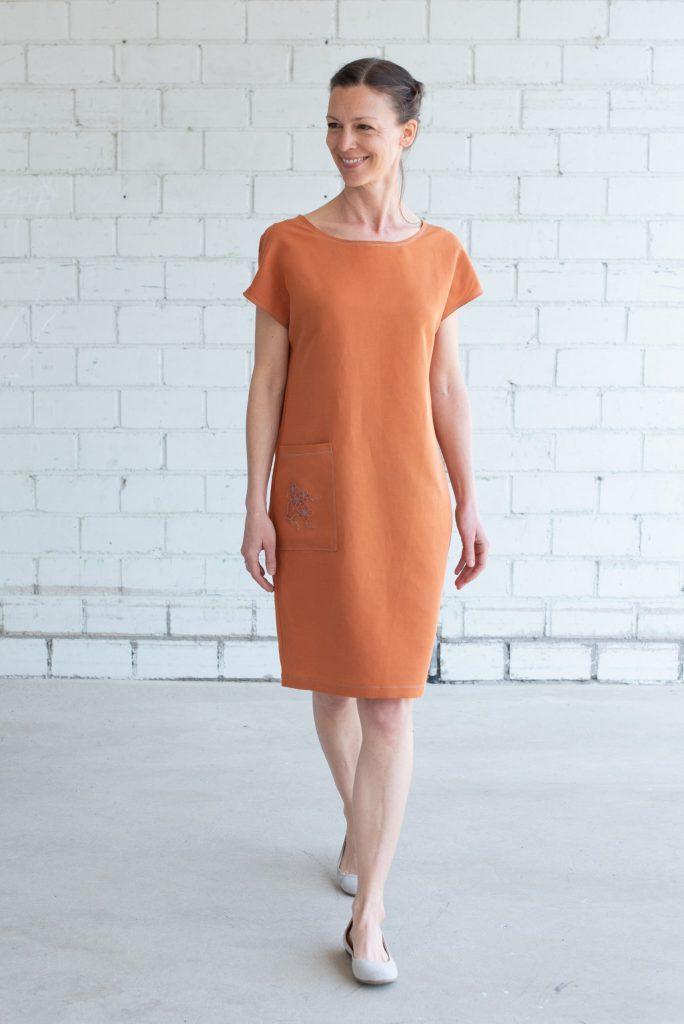 Ein einfaches Sommerkleid verzieren - Sticken für Anfänger