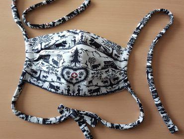Behelfsmaske mit der Overlock - das detailverliebte Modell