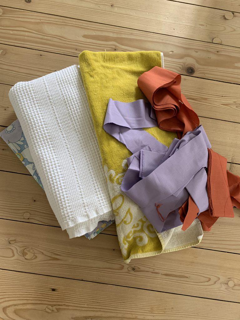 Upcycling-Projekt aus altem Handtuch und Stoffresten