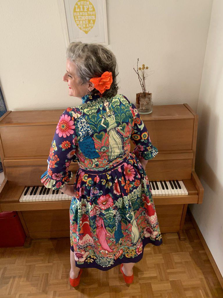 Sommerkleid im Sixties-Stil aus Stoff mit Frida-Print