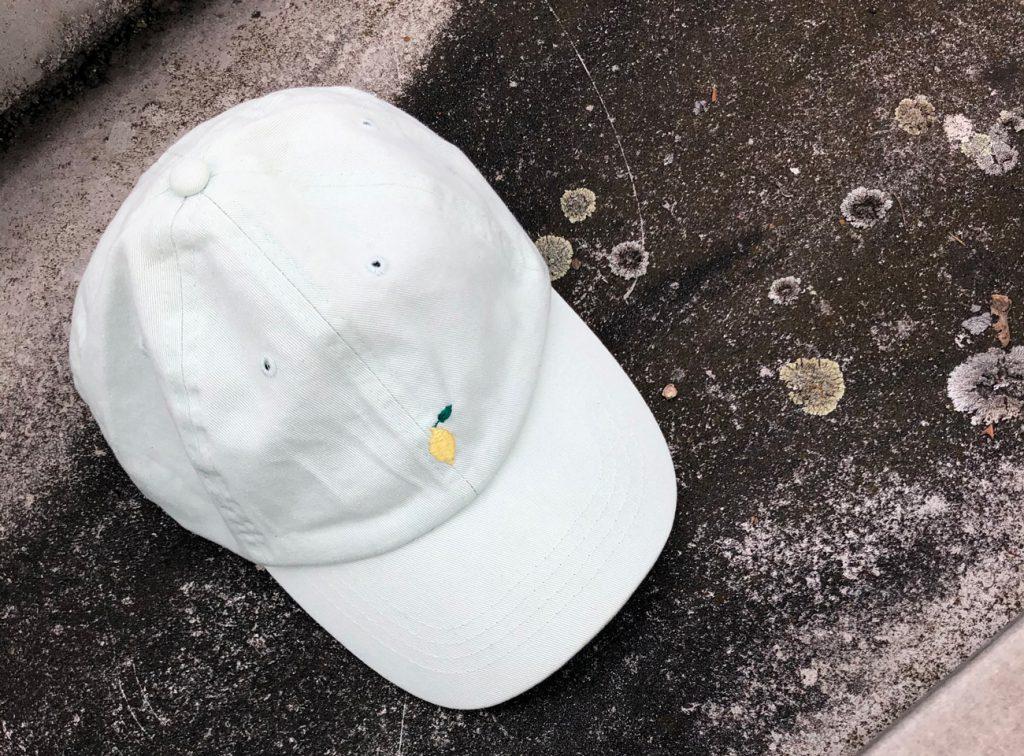Stickerei auf Mütze