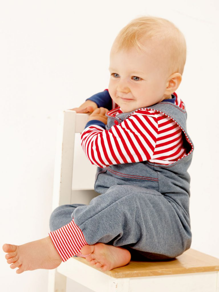 Latzhose nähen für Babys