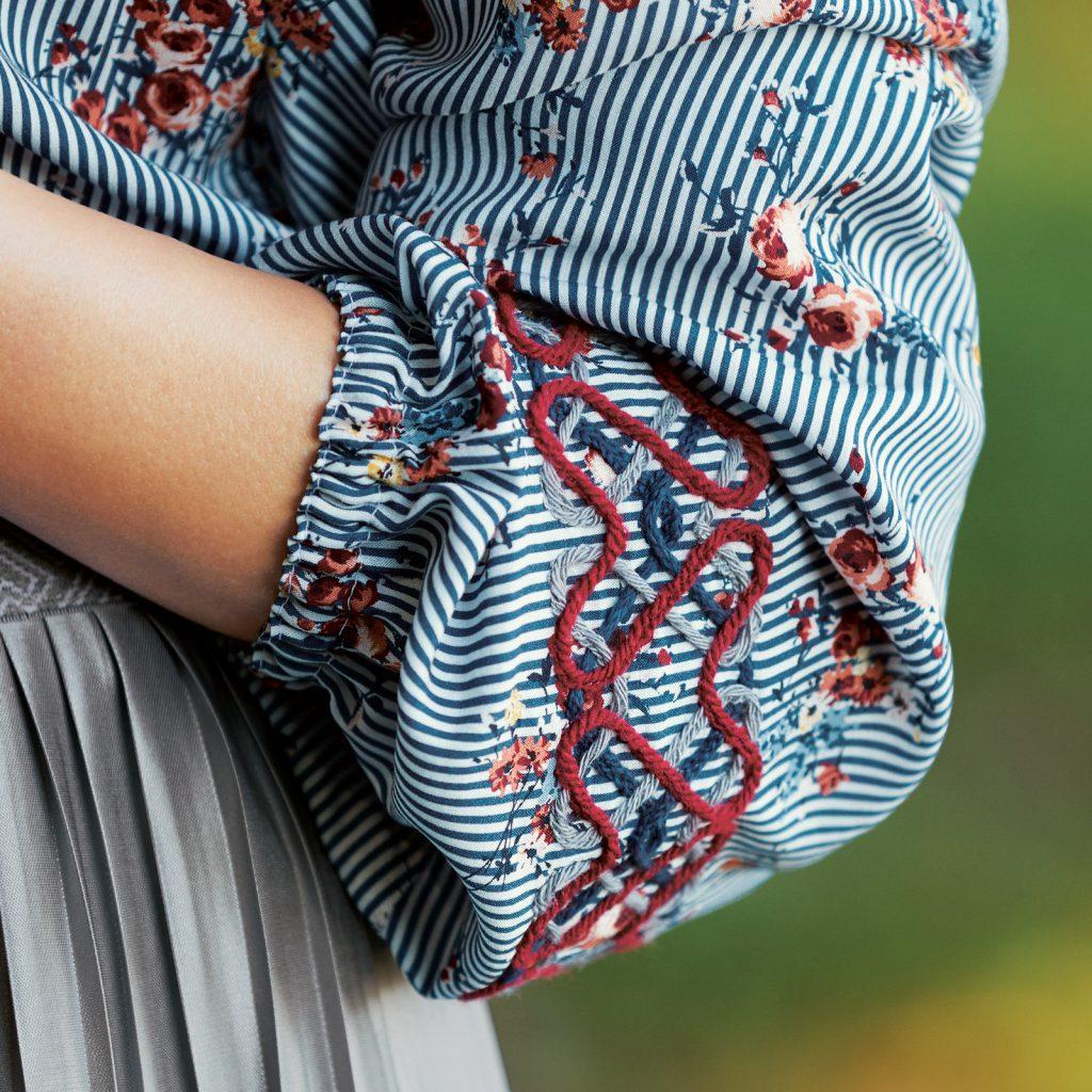 Bluse mit Reliefstickerei