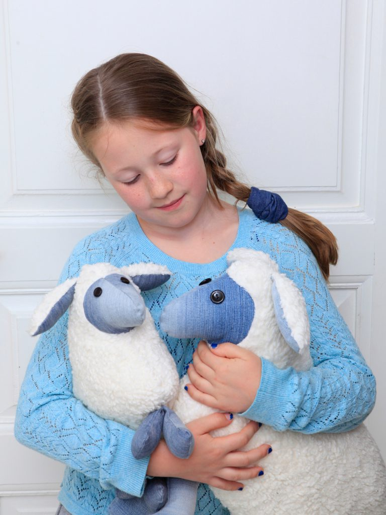 Sewing cuddly toy, the sleep sheep