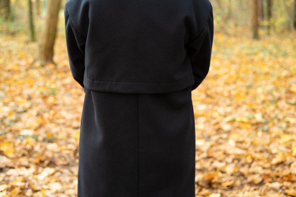 Mantel Josi Ganzkörperansicht von hinten