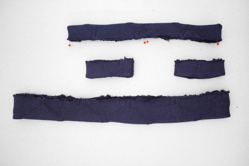 Pullover nähen: die Bänder werden gefaltet