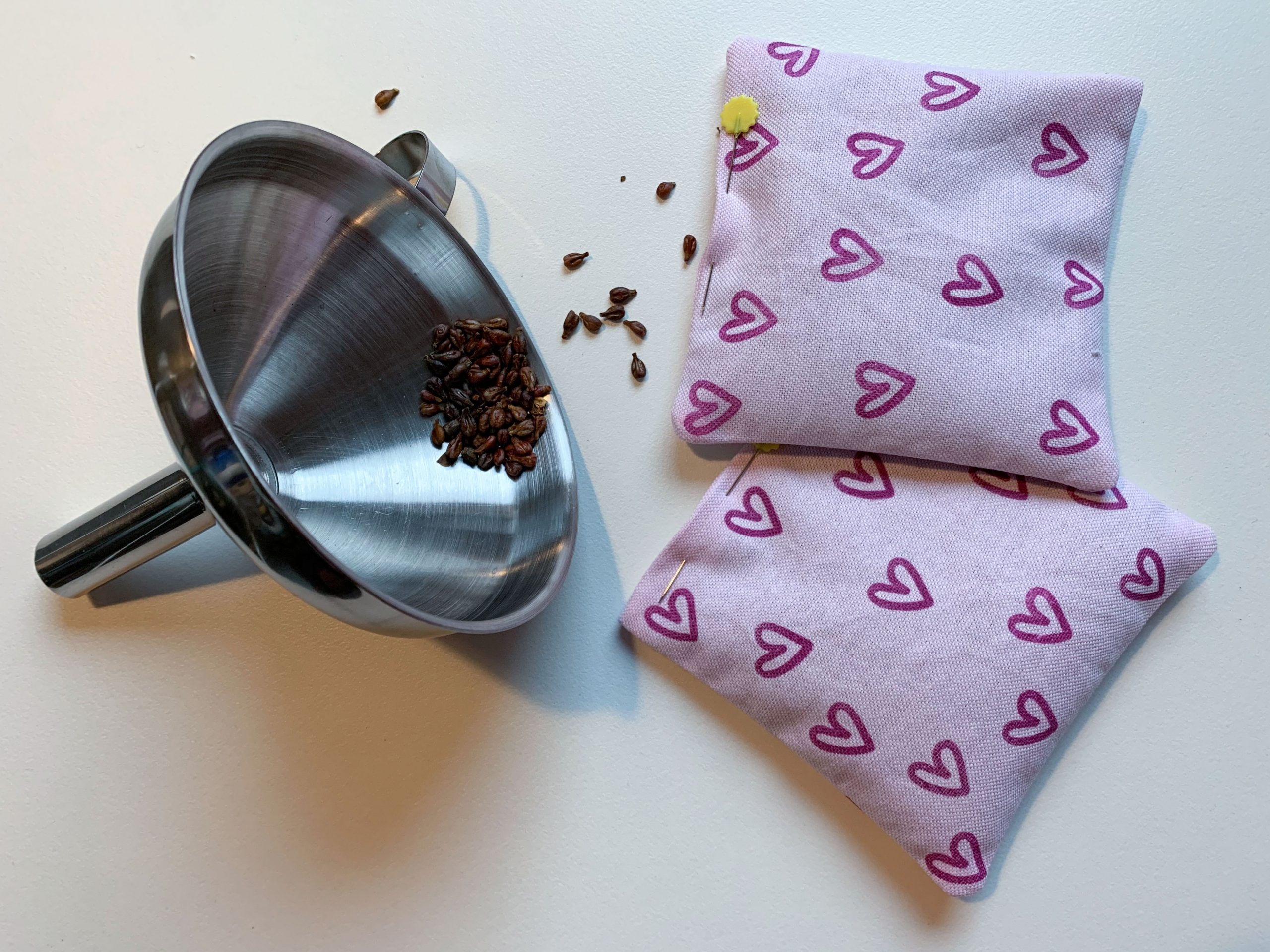 Sewing hand warmers – the hand warmers can also be filled with coffee beans, for example