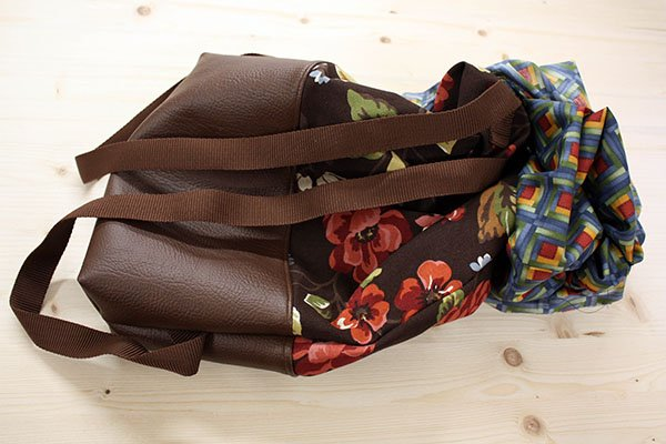Rolltop Rucksack aus Canvas und Kunstleder wenden