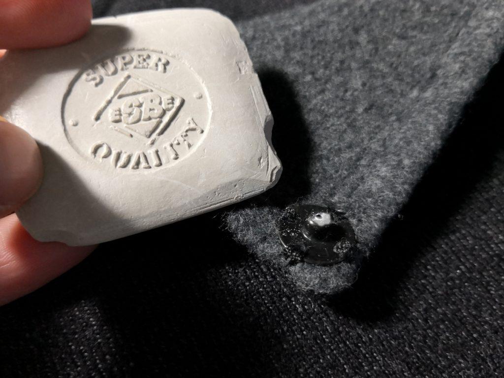 Markieren Gegenstück Druckknopf mit Schneiderkreide