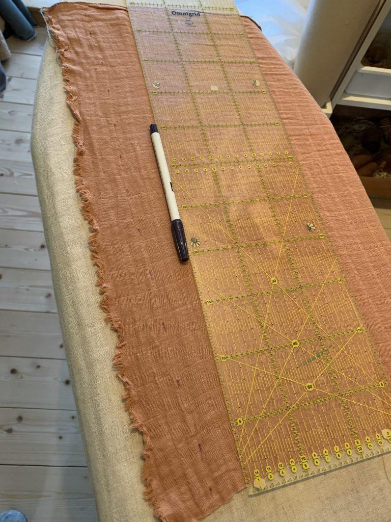 Schal nähen - Markierungen für die Biesen