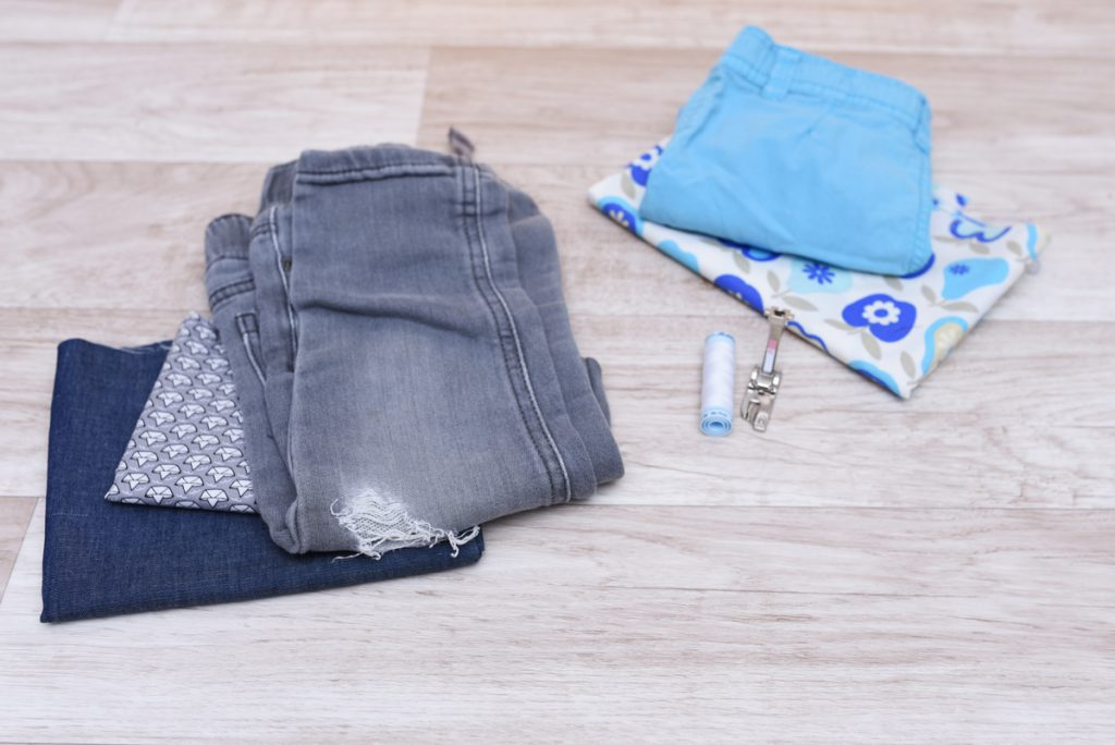 Alte Jeans zum Nähen eines Kinderrocks