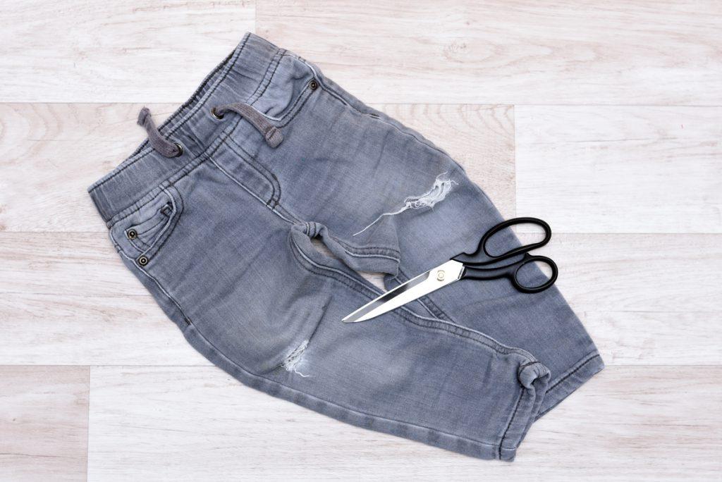 Alte Jeans als Material für den Kinderrock