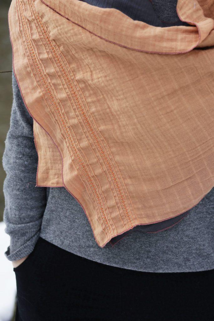 Schal mit Biesen-Dekor