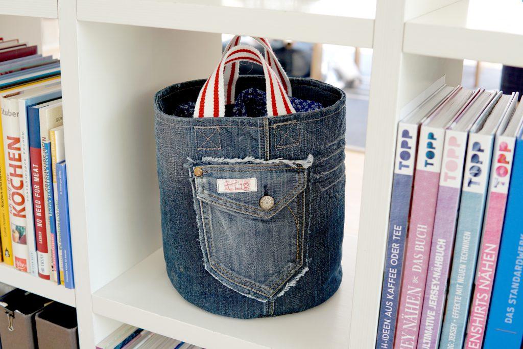 Cooler Ordnungshelfer! Aus alten Jeans genähter Aufbewahrungskorb