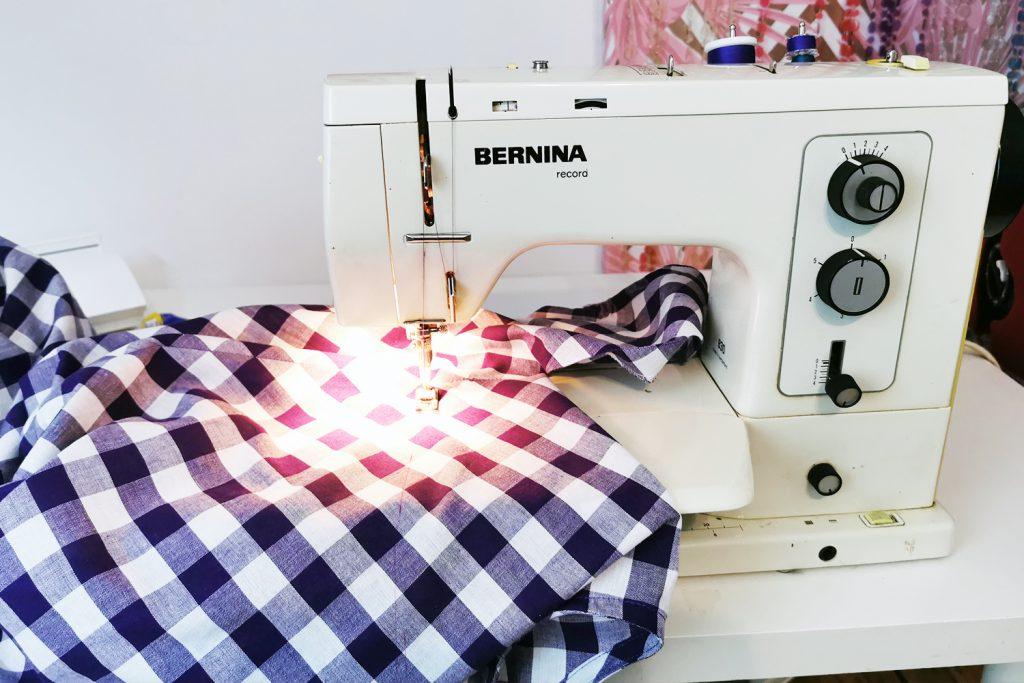 Vintagemaschine fürs Vintage-Sommerkleid: die BERNINA 830 record
