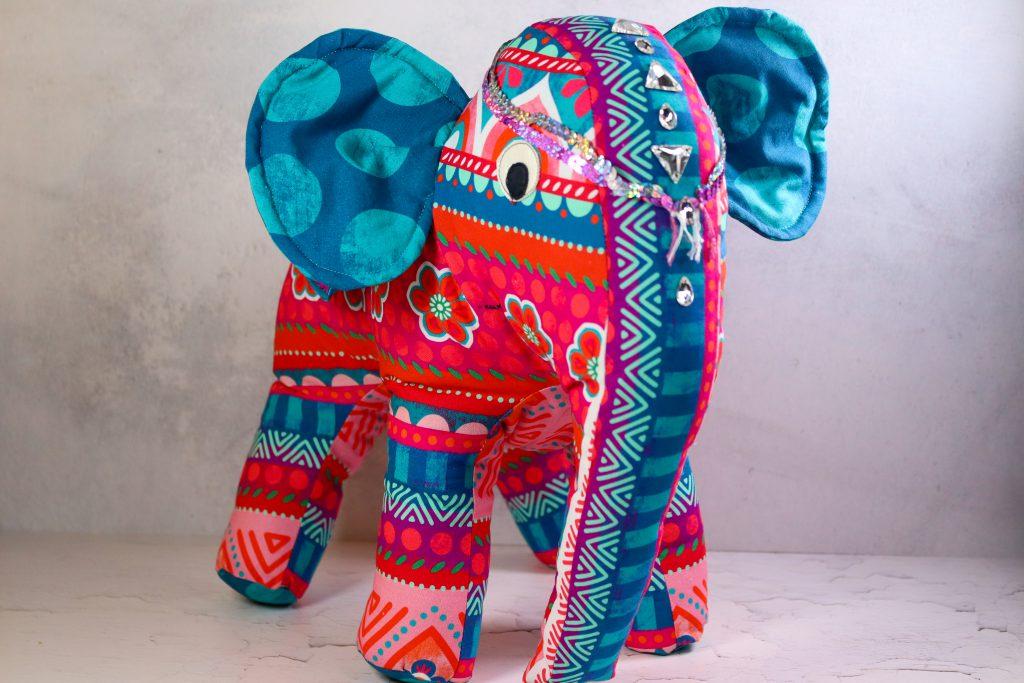 Elefant aus Stoff mit Bling