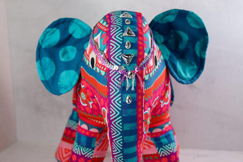 Elefant aus Stoff