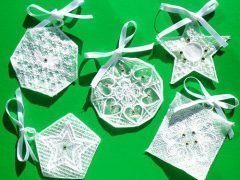 How to make embroidered organza gift pendants (with free embroidery template)