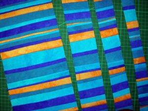 Streifenstoff erneut in Streifen geschnitten