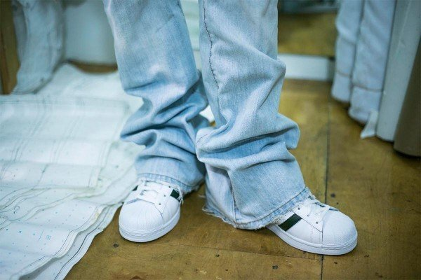 How-to-Hem-Jeans-1200-x-800-WeAllSew-Blog-300x200@2x