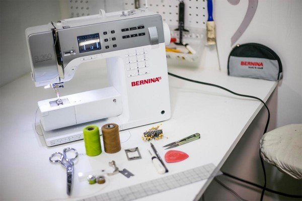 How-to-Hem-Jeans-Video-Tutorial-WeAllSew-Blog-1200-x-800-300x200@2x