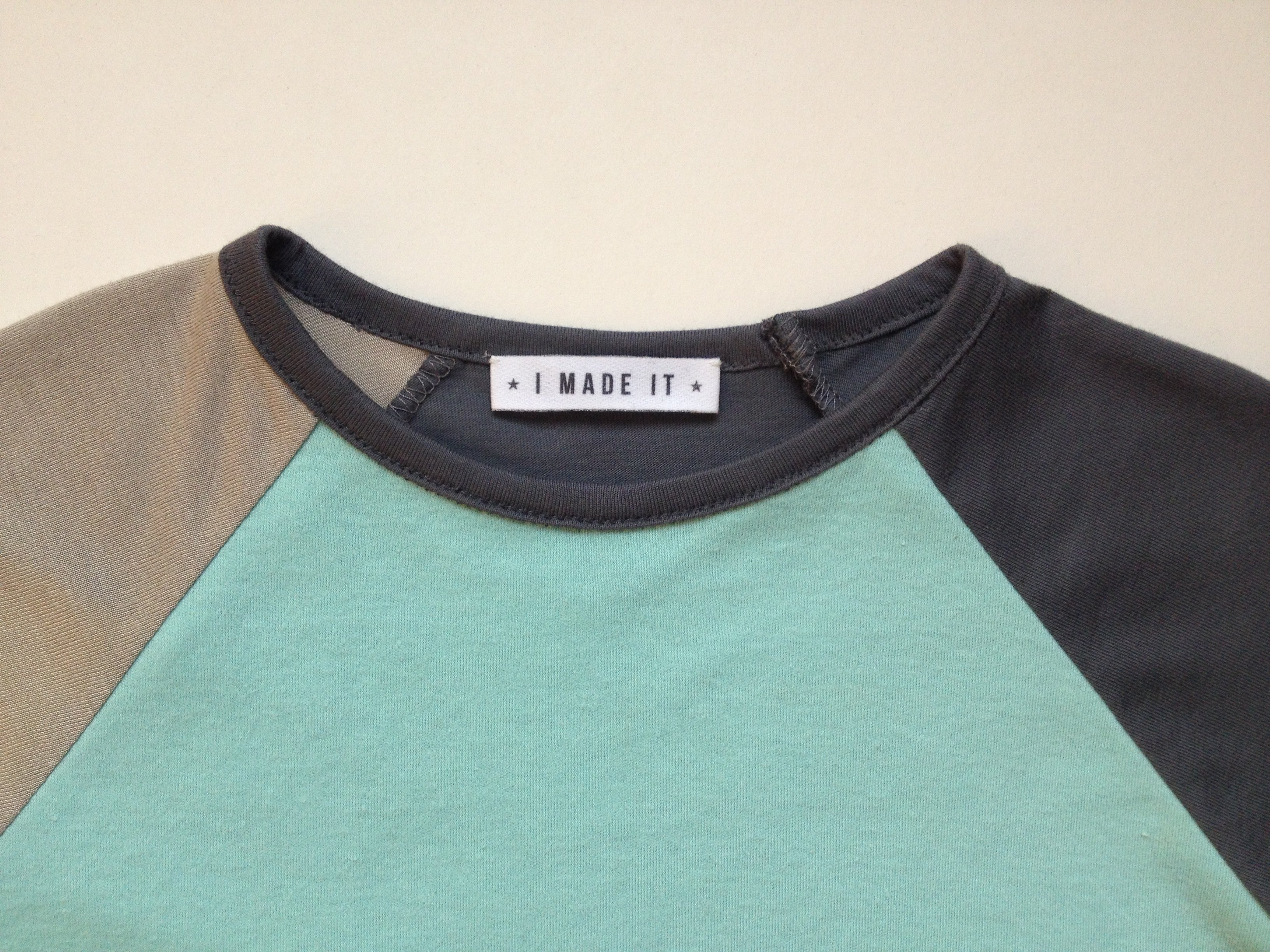 Kite Fold tee label
