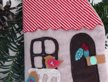 How to make Christmas-themed cloth book (quietbook)