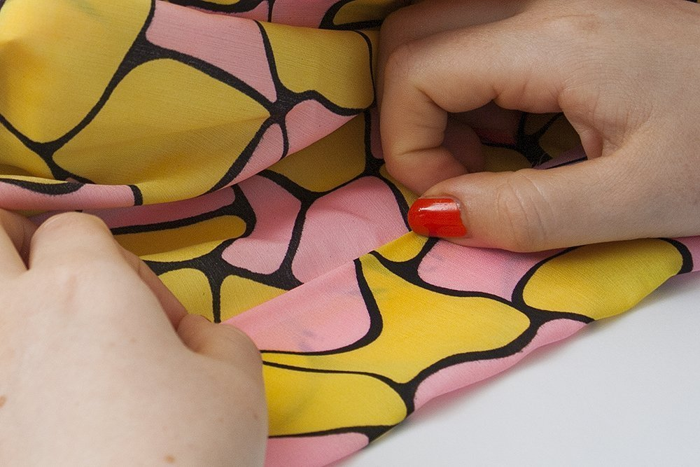 How to sew the tie of a pussy bow blouse
